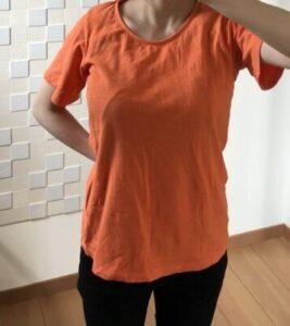 綿のオレンジ色Tシャツ