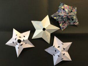 折り紙の中抜き模様の星